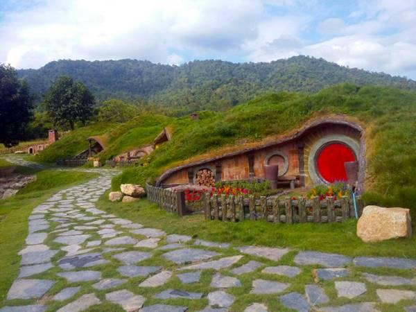 Tempat Wisata Rumah Hobbit Di Indonesia